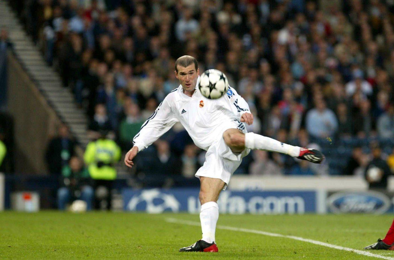Golul splendid al lui Zinedine Zidane din finala Cupei Campionilor cu Bayer Leverkusen. Sursă foto: goal.com