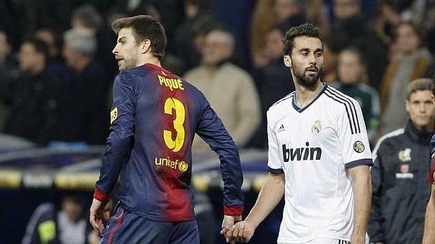 Gerrard Pique și Alvaro Arbeloa. Sursă foto: goal.com