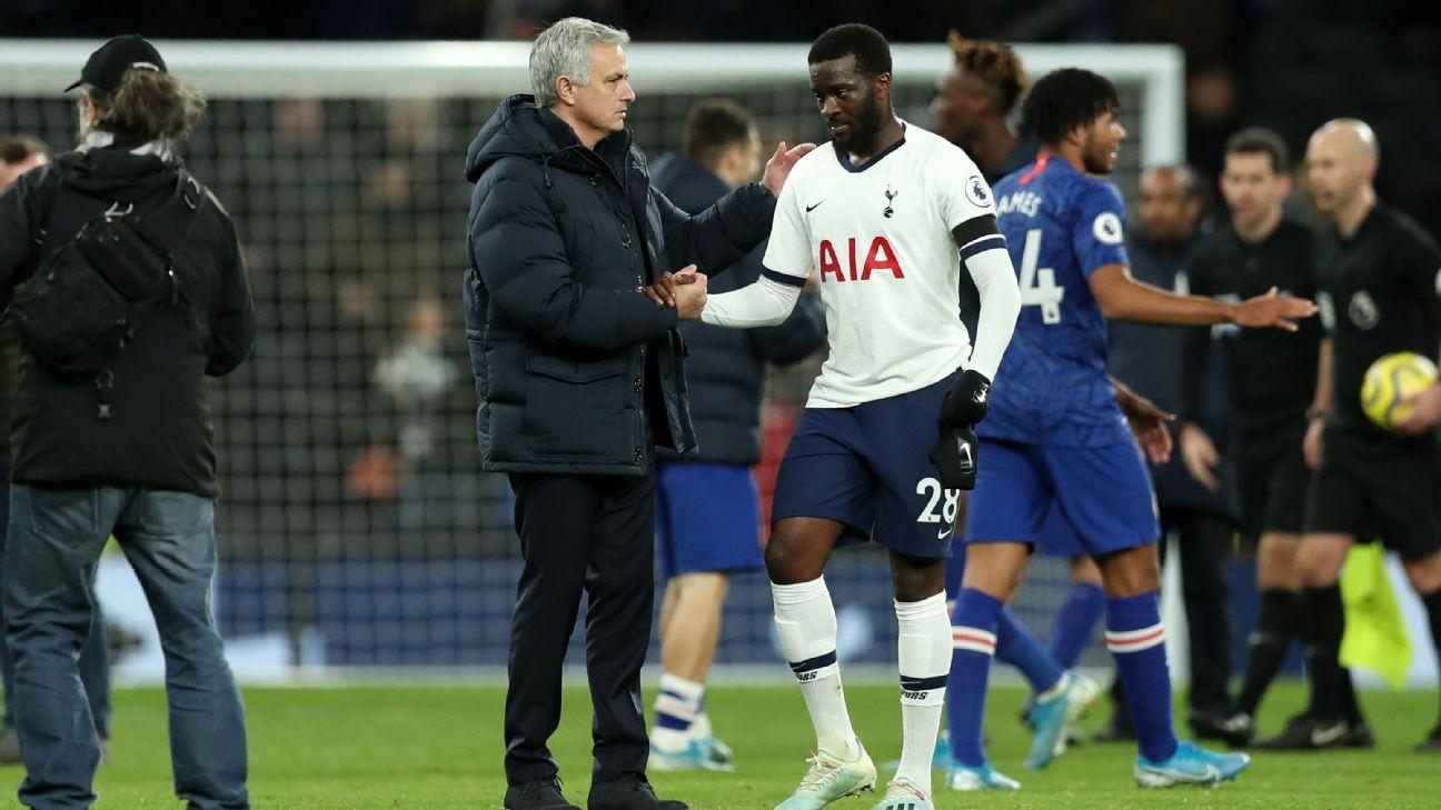 Mourinho și Ndombnele. Sursă foto: espn.com