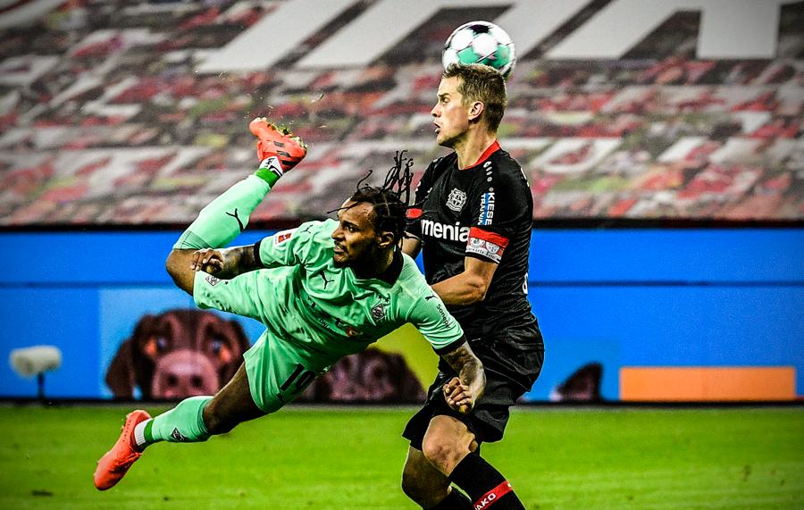 """""""Scorpion Kick"""" perfect în Bundesliga. Video. Sursă foto: goal.com"""