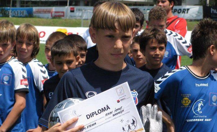 """Visul lui Ionuț Radu la 12 ani: """"Vreau să fiu aplaudat pe Ghencea!"""". Dorea să fie atacant. Sursă foto: digisport.ro"""