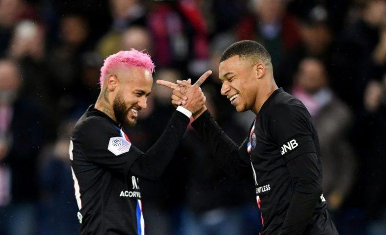 Neymar încearcă să-l convingă pe Mbappe să stea la PSG. Sursă foto: goal.com