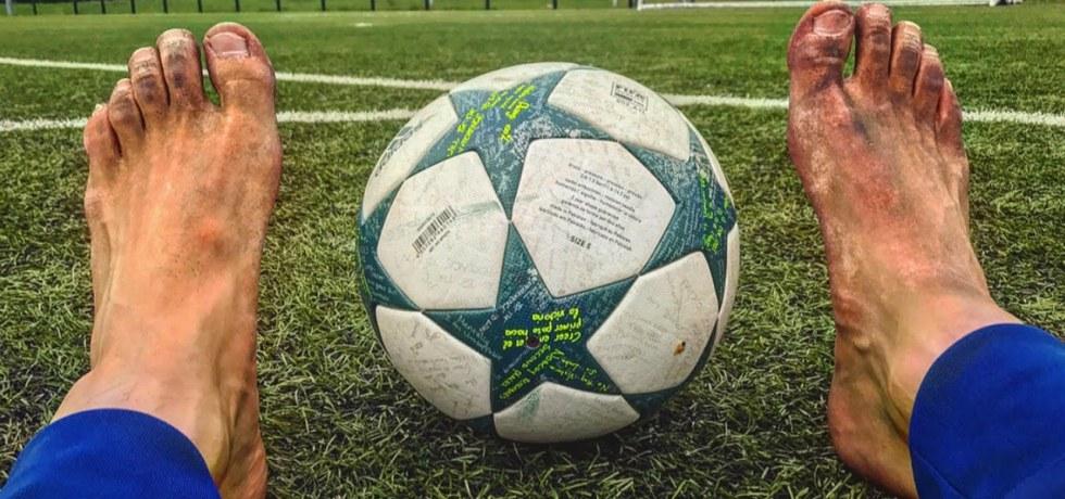 Juca fotbal până avea sânge pe tălpi. Poveste. Siursă foto: Youtube.com