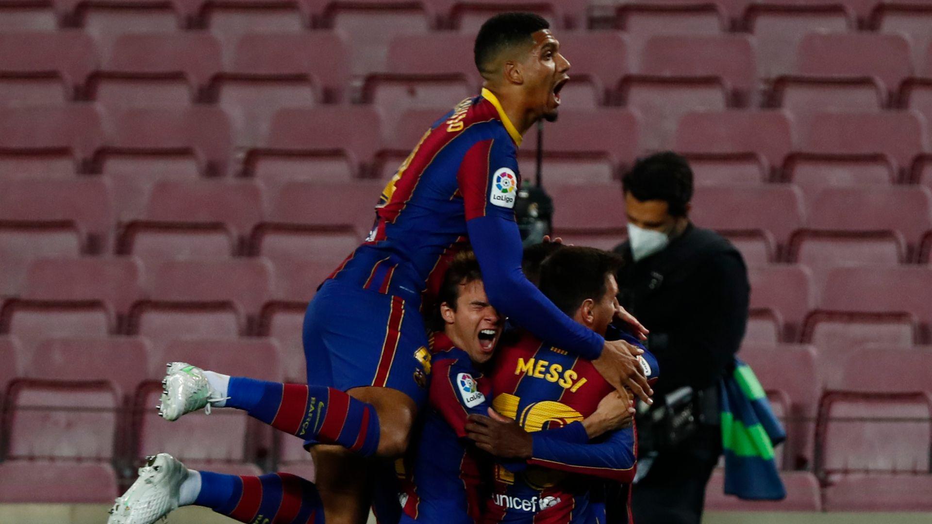 Bucuria jucătorilor Barcelonei după victoria cu Real Valladolid, 1-0. Sursă foto: skysports.com